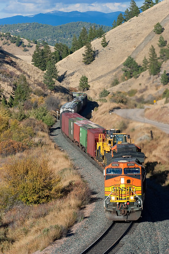 montanaraillink mrl mullanpass bnsf freighttrain freight train austinmontana montana bnsf4976