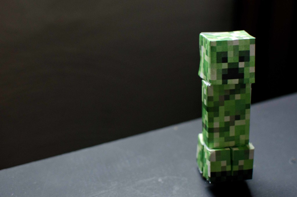 Creeper Minecraft Papercraft   'Makes an excellent gift