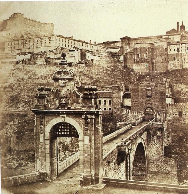 Puente de Alcántara y Alcázar en 1857. Fotografía de Eugène Sevaistre. Real Biblioteca del Patrimonio Nacional de España.