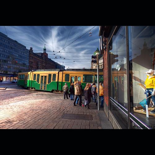 finland helsinki tram cablecar helsingfors centrum stockmann spårvagn keskusta mannerheimintie spora mannerheimvägen ratikka raitiovaunu hesa kulma stadi spåra mygearandme mygearandmepremium blinkagain
