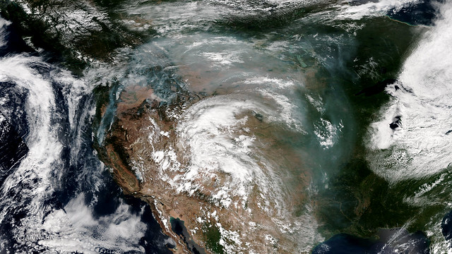 Smoke from Pacific Northwest Fires Dives into the Central US