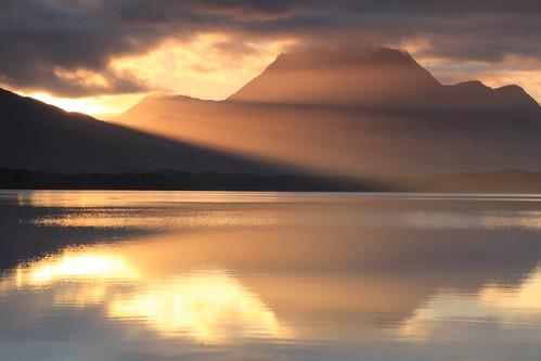morning cloud sunlight mountain lake reflection water sunshine sunrise scotland calm serene rays loch lochmaree slioch slattadale