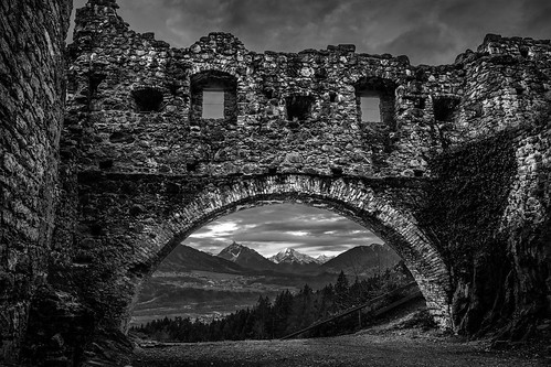 sunrise austria tirol österreich ruine sonnenaufgang wolkig thaur at marke59
