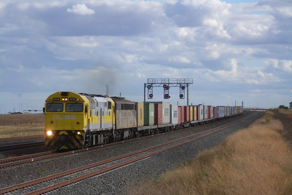 8030 and S311 charge through Elders loop at Lara bound for North Dynon by bukk05