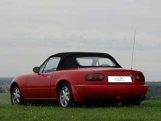 Mazda_MX5_NA_nb-style_glasscheibe_regenrinnen_rot_schw_27   by ck-cabrio_creativelabs
