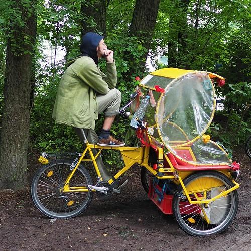 Nasser Rikschafahrer - Pause im Englischen Garten | by MarkusPfl