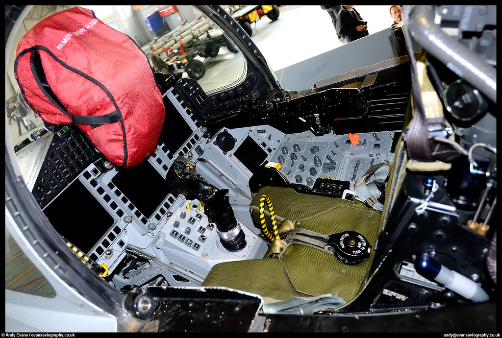 Eurofighter Typhoon T 1A Cockpit | A close up of the front o