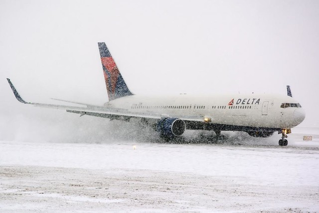Delta Air Lines Boeing 767-332 (N172DN)