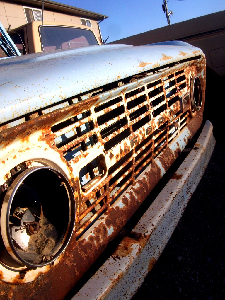 Ford Bronco | Rusty grill of a first generation Ford ...