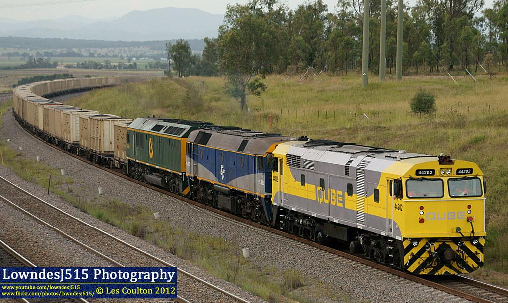 44202, FL220 & RL304 at Minimbah by LowndesJ515