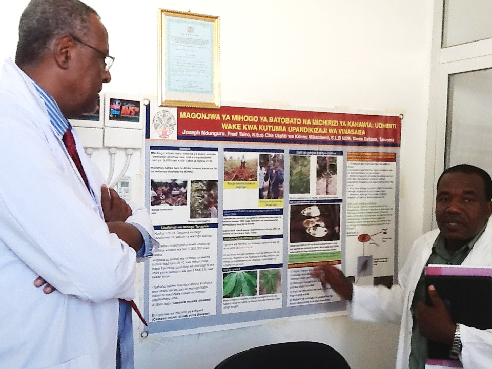 Dr  Gebisa Ejeta tours the lab of to Dr  Joseph Ndunguru