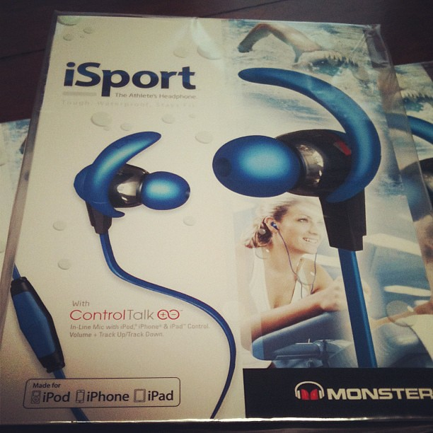 SMCH9: Nice welcome gift for the Social Media Clubhouse mates from @MonsterProducts.