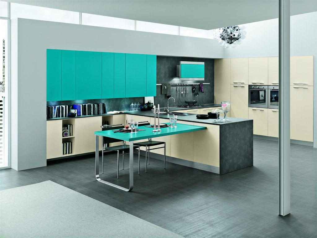 Cucina moderna con mobili color tortora e azzurro smeraldo ...