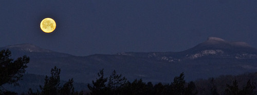 moon mountains sunrise vermont moonset camelshump montpelier hubbardtower elementsorganizer mountethanallen
