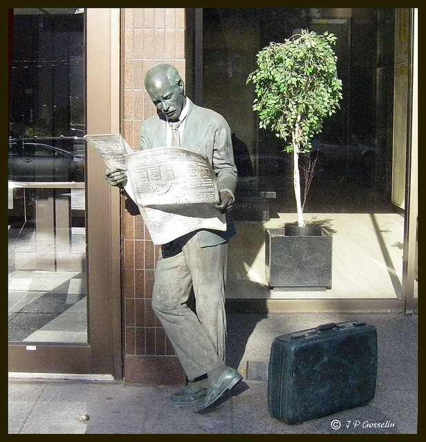 "SCULTURE   |   STATUE TITLED ''CATCHING UP''  |  ""THE GUY-READING-THE-NEWSPAPER"" 