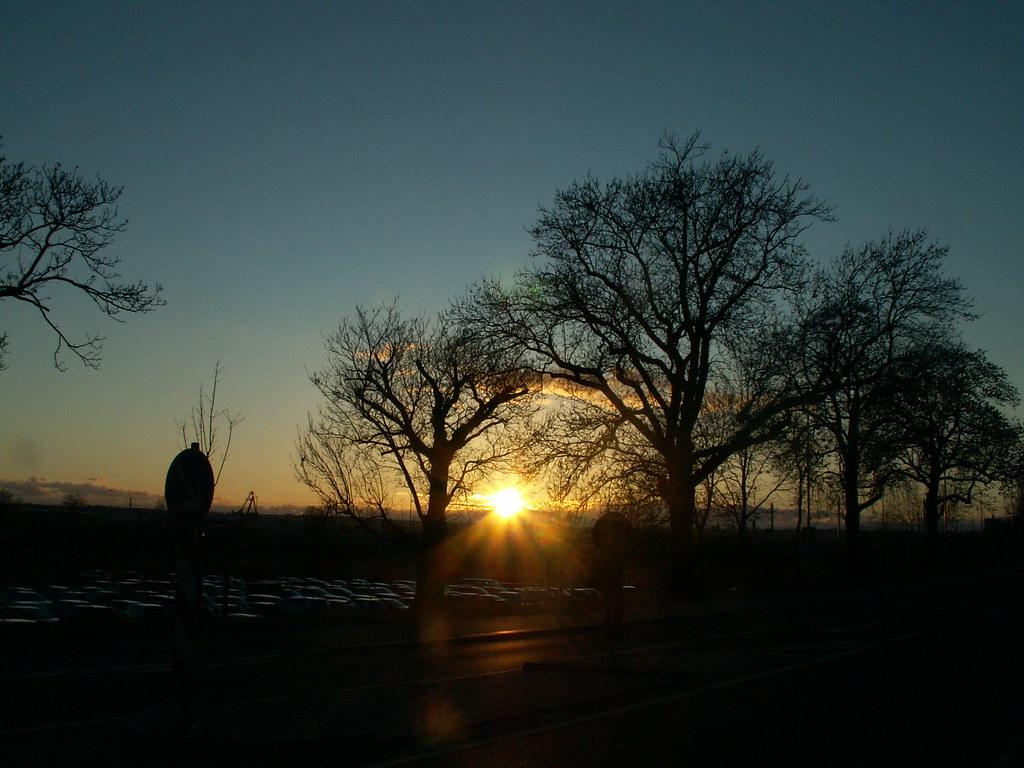 Der Zeitraum für das Abendgebet und Nachtgebet beginnt mit dem Ende des vorherigen Zeitraums und endet um Mitternacht, der Mitte der Zeit zwischen Sonnenuntergang und Dämmerung. In diesem Zeitraum dürfen beide Ritualgebete unmittelbar nacheinander, also zeitlich verbunden gebetet werden, Tawsihul-Masa'il  118
