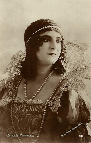 Claude Mérelle as Milady de Winter