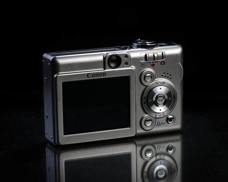 Canon IXUS 50 (Rear)