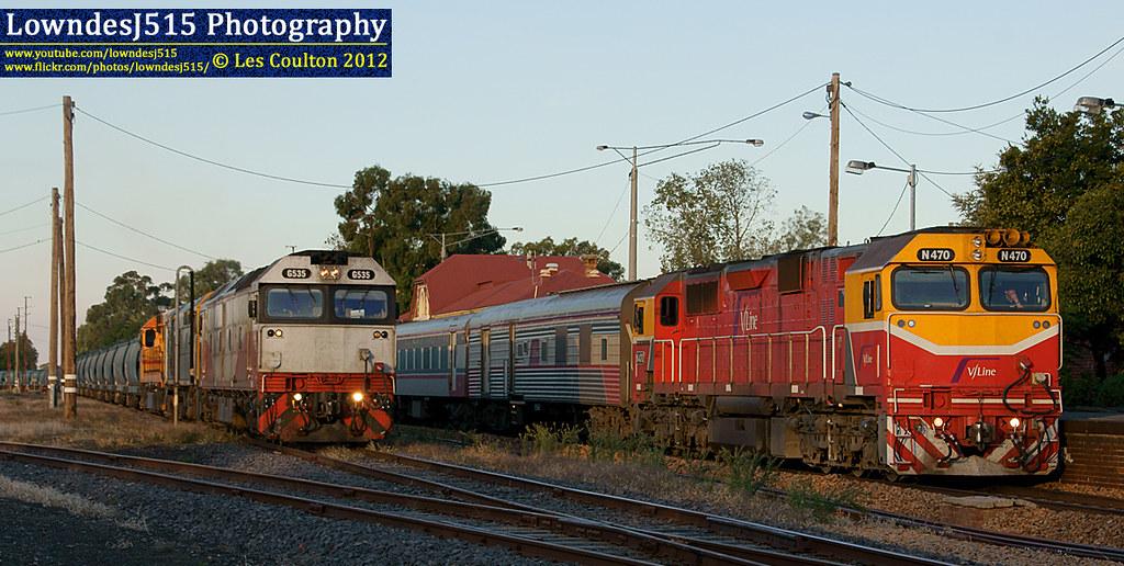 G535, 442s2, L277 & N470 at Benalla by LowndesJ515