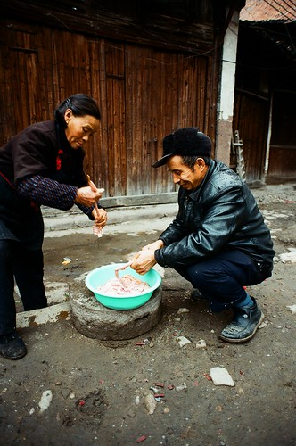 life china street people food film face 50mm market f18 中國 nikonf80 jiangxi 江西 shidu 2008dec 十都
