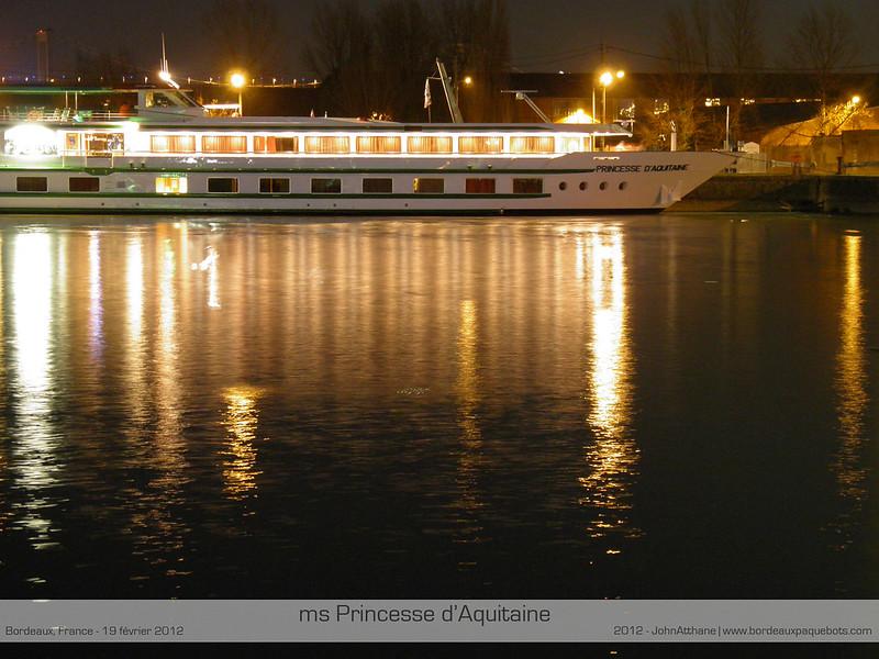 ms Princesse d'Aquitaine by night - Bordeaux - P2190286-2