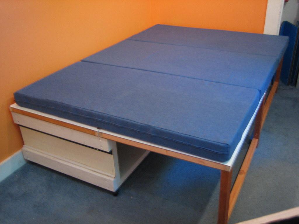 Folding Bed w: Mattress