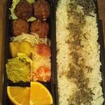 麻の実ごはん、ごぼう入り肉だんご、玉葱、赤じゃが、卯の花煮、薩摩芋、キャベツ和え物、ネーブル