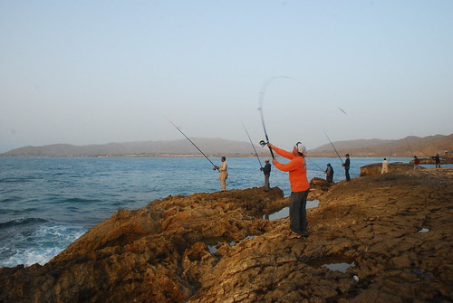 pakistan sea fish men sports water sport fishing surf village shore catching casting lure mubarak surfcasting balochistan fishcasting