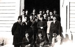 مع زملاء الدراسة - 15 آذار 1936