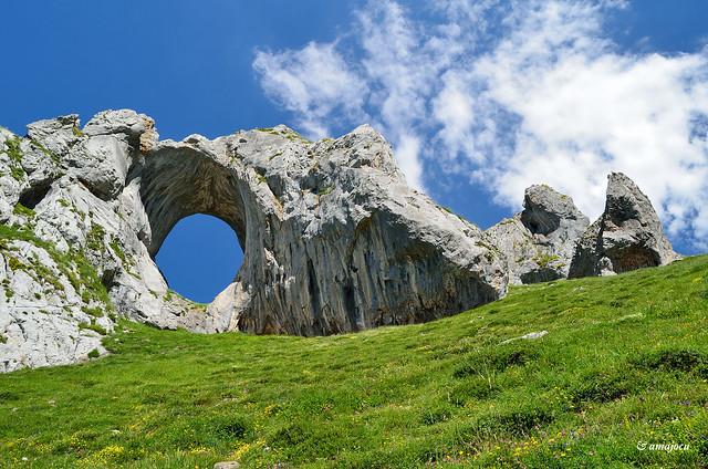 L'Arcu de Peña Mea (Asturias)  Spain