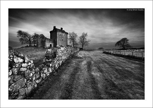 trees blackandwhite castles abandoned wall zeiss canon fence scotland dusk availablelight perthshire lawn historicscotland ze gloaming ancientmonument balvairdcastle leefilters distagont2821 eos5dmkii distagon2128ze