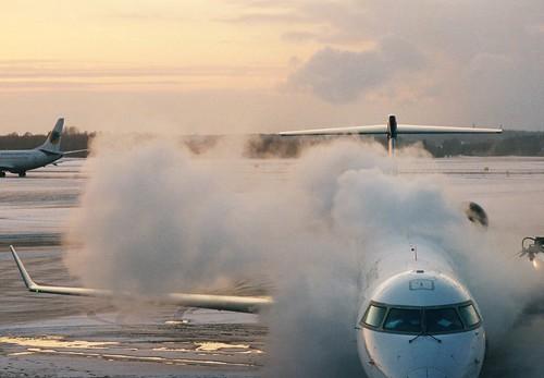 sunset cloud plane airport nikon kodak sweden stockholm 400 portra fa deicing arlanda nikkor105mmf25ai explored