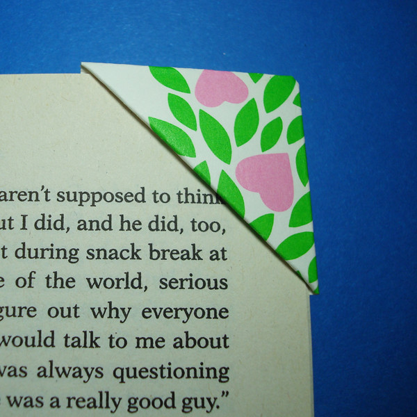 Easy origami bookmark heart (bookmark making tutorial)   Paper ...   600x600