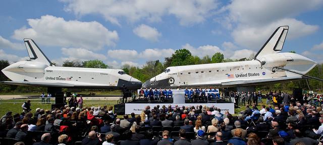 Shuttle Discovery Arrives at Udvar-Hazy (201204190014HQ)