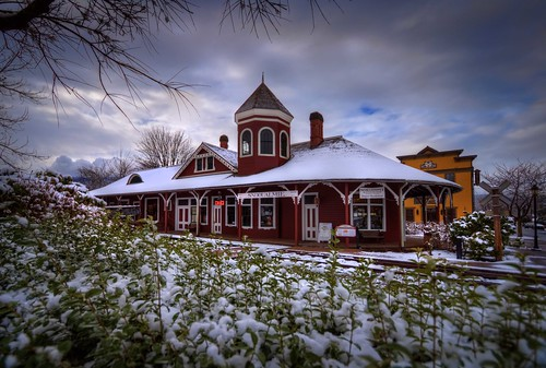 seattle winter snow pacificnorthwest washingtonstate hdr snoqualmie traindepots railroaddepots canonrebelxsi fresnatic eastkingcounty photoshopcs5 snoqualmierailroadstation snoqualmierailroaddepot