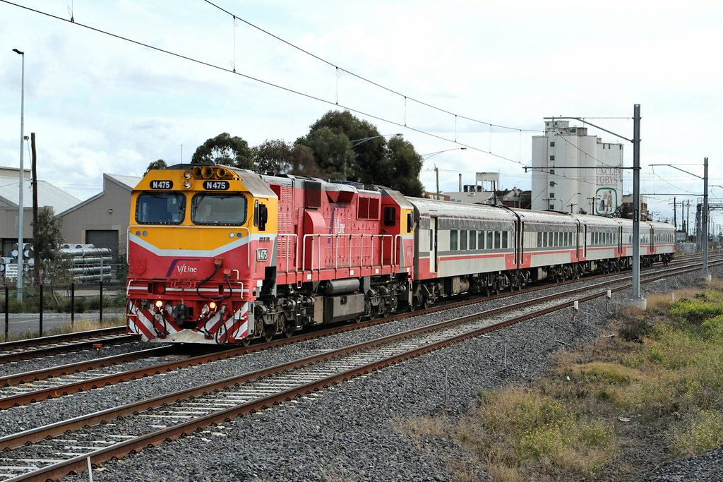 N475 Up Warrnambool Pass West Footscray 22 08 2015 by Daven Walters