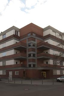 Sonnenhof by Erwin Anton Gutkind, Berlin: Ecke