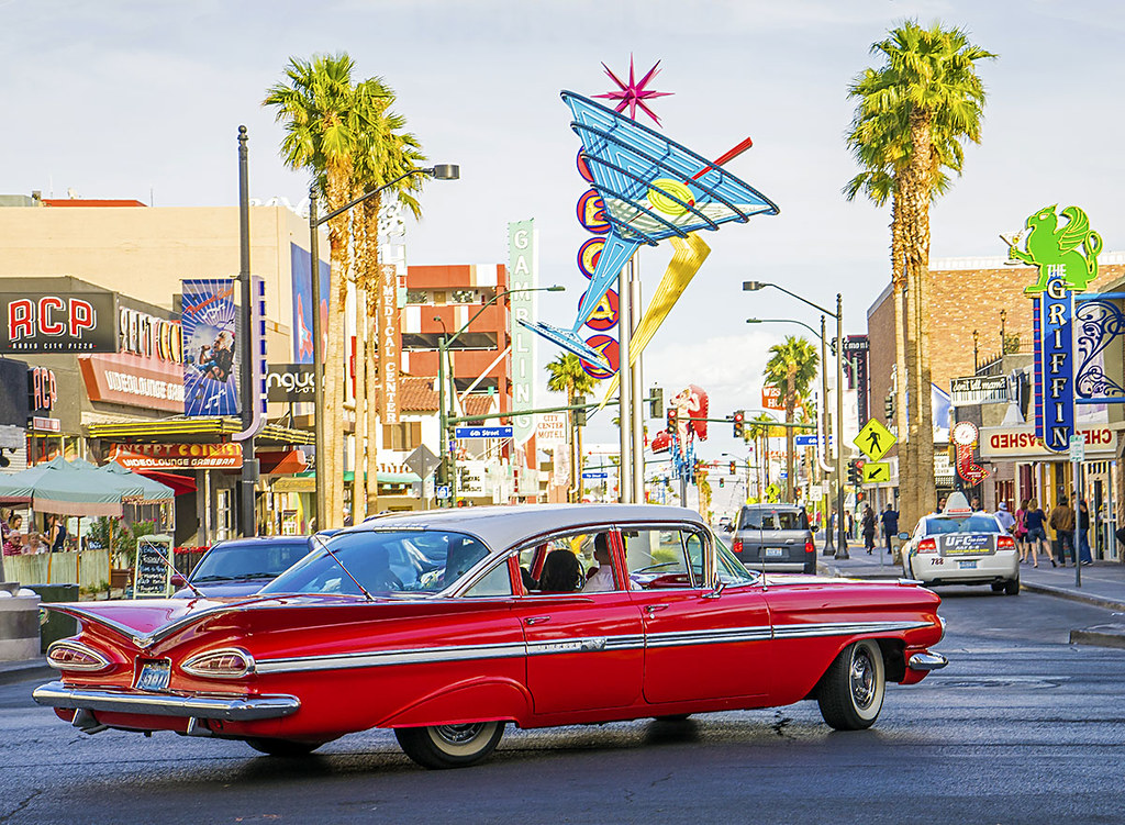 Chevy Las Vegas >> Into The Sunset 1960 Chevy Impala On Las Vegas Blvd And F Flickr