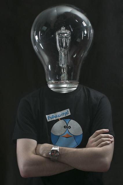 Le mec avec une tête d'ampoule c'est moi