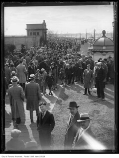 Sunnyside boardwalk, Easter Sunday crowd | by Toronto History