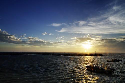 blue light sunset sea sky cloud port boat pentax k5 da14mmf28