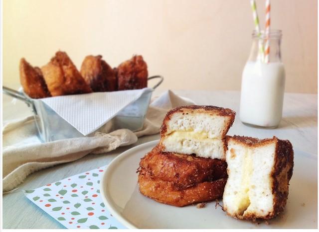 Torrijas rellenas de crema/ cream French toast RECIPE http://lacucharazul.wordpress.com/2014/04/16/torrijas-rellenas-de-crema/