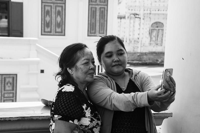 Image of people at Royal Palace, Phnom Penh, Cambodia (3)