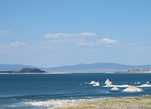 Mono Lake: Tufa rock formations and Paoha Island   by mormolyke