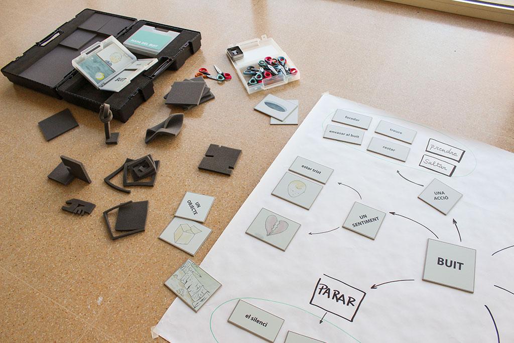 42892513d Materials de la nova maleta pedagògica d'ACVic dedica al buit. Crèdit:  ACVic.