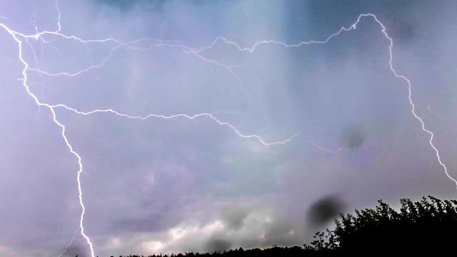 Oxfordshire Lightning 15:27GMT 16/06/16
