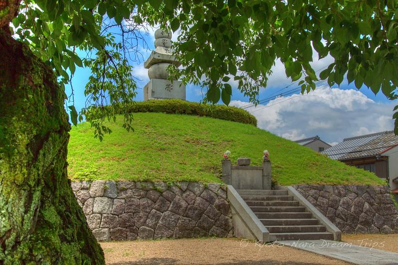 140.000 Korean Ears and Noses are Buried here: Mimizuka, Kyoto!
