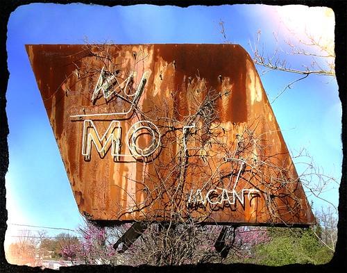 signs pennsylvania motel rusted butler roadside crusty us422 erjkprunczyk
