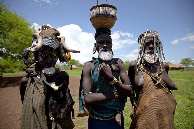mursi women
