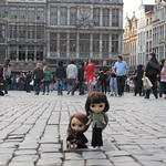 Brussels Grote Markt, Lillian & Audrey West end behind them